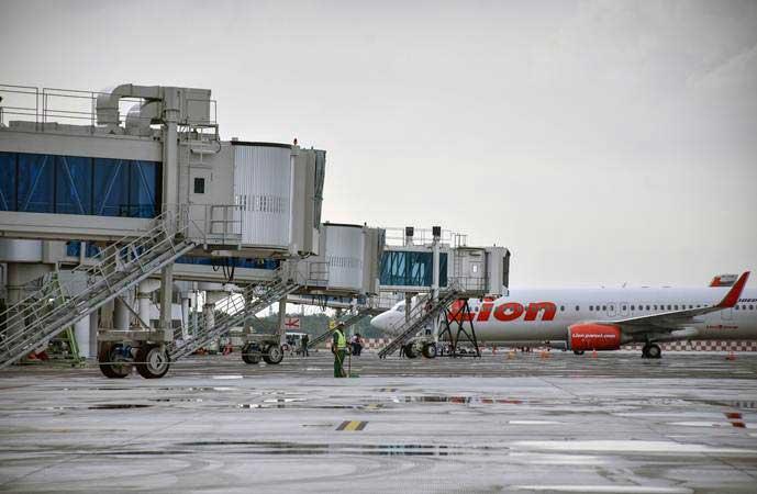 Pesawat berada di apron Lombok International Airport (LIA) di Praya, Lombok Tengah, NTB, Jumat (22/2/2019). - ANTARA/Ahmad Subaidi