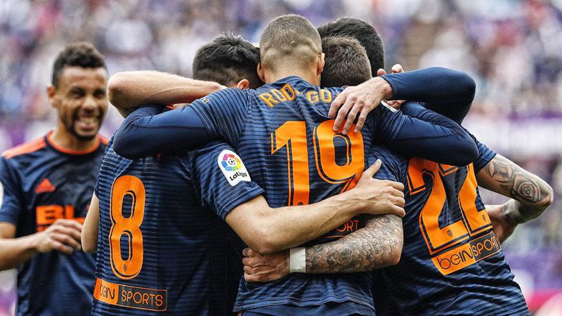 Skuat Valencia meluapkan kegembiraan setelah memastikan lolos ke Liga Champions Eropa. - Twitter@ValenciaCF