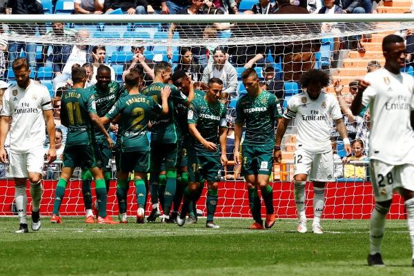 Real Betis saat merayakan go kedua melawan Real Madrid - REUTERS/Juan Medina