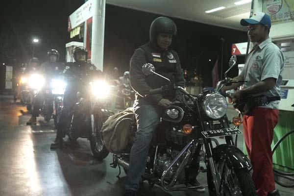 Bersama para Royal Riders Semarang, Pertamina membagikan 100 pax nasi kotak untuk sahur bagi para warga Semarang yang kebetulan ada di sekitar Pasar Johar, Kota Lama, dan Stasiun Poncol. - Istimewa