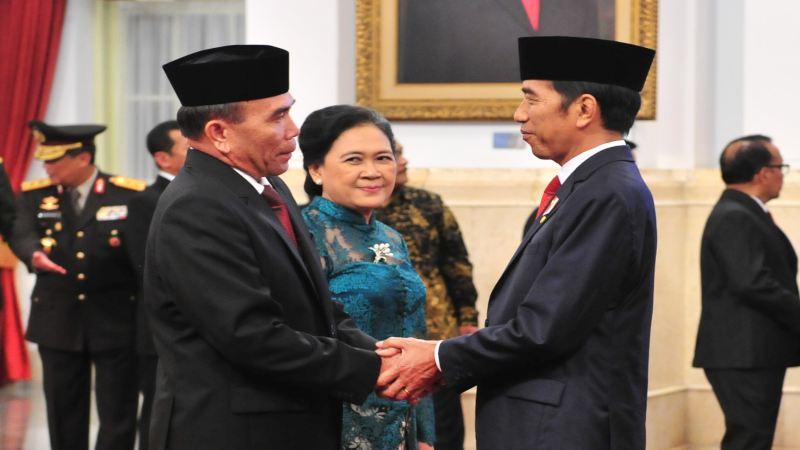 Kepala BSSN Hinsa Siburian menerima ucapan selamat dari Presiden Joko Widodo. - Setkab