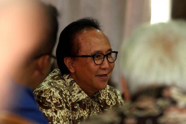 Menteri Kelautan dan Perikanan Sharif Cicip Sutardjo menyampaikan pemaparan pada rapat Dewan Kelautan Indonesia (Dekin) di Jakarta, Jumat (17/10/2014).  - Bisnis/Rachman