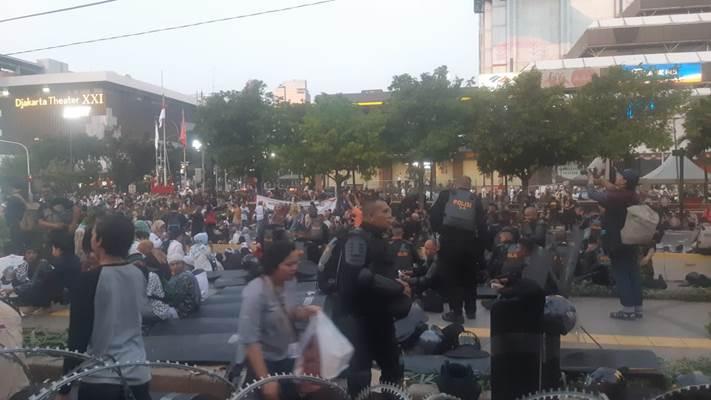 Suasana di depan Gedung Bawaslu, Selasa petang - Bisnis/Jaffry Prabu Prakoso