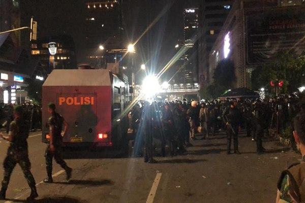 Massa Gerakan Nasional Kedaulatan Rakyat melakukan aksi unjuk rasa di depan Gedung Bawaslu, Jakarta, Selasa (21/5/2019). - ANTARA/Reno Esnir