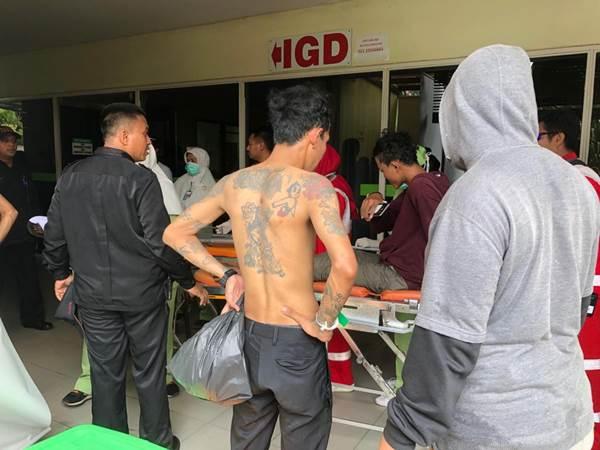 Pria bertato ini adalah salah seorang pelaku aksi 22 Mei yang terkena peluru karet dan menjalani perawatan di RS Budi Kemuliaan. - Bisnis/Sholahuddin Al Ayyubi