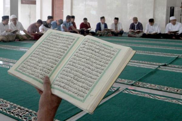 Ilustrasi kegiatan agama Islam. - Antara/Yulius Satria Wijaya