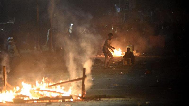 Aksi kerusuhan 22 Mei di Petamburan, Jakarta. - Antara/M. Risyal Hidayat