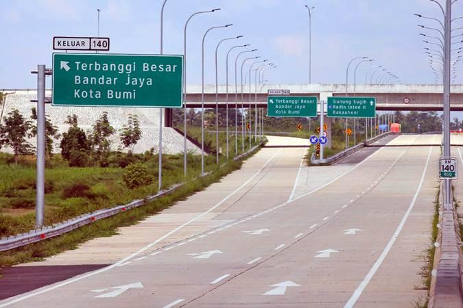 Salah satu ruas jalan tol Terbanggi Besar-Pematang Panggang Trans-Sumatra di Bandar Jaya, Lampung Tengah, Rabu (1/5/2019). - Bisnis/Abdullah Azzam