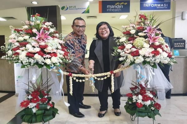 Direktur Omni Hospitals Pulomas, Hanny Merliana dan Kepala Bidang Pelayanan BPJSTK Cabang Rawamangun, Jakarta Timur - Istimewa