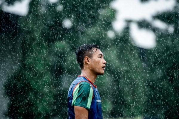 Bek Persebaya Surabaya Hansamu Yama Pranata kali ini absen melawan PSIS Semarang karena memperkuat Timnas Indonesia untuk dua laga persahabatan melawan Yordania dan Vanuatu. - Persebaya.id