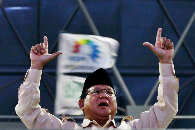 Calon Presiden nomor urut 02 Prabowo Subianto menghadiri aksi peringatan Hari Buruh Internasional (May Day) di Tenis Indoor Senayan, Jakarta, Rabu (1/5/2019). - ANTARA/Rivan Awal Lingga