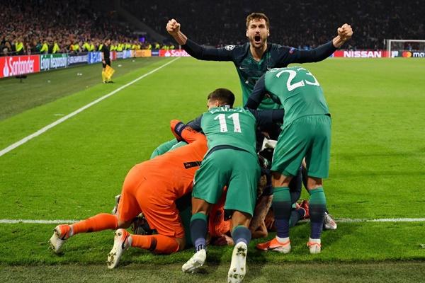 Pemain Tottenham Hotspurs merayakan gol kemenangan di kandang Ajax dalam pertandinngan semifinal Liga Champions Eropa, Kamis (9/5/2019) dini hari WIB - Twitter @SpursOfficial