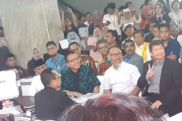 Tim Prabowo Subianto-Sandiaga Uno mendaftarkan gugatan hasil Pemilu ke Mahkamah Konstitusi - Bisnis/Jaffry