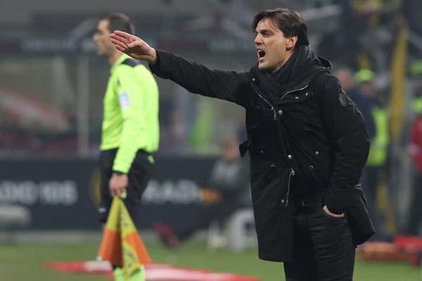 Pelatih Fiorentina Vincenzo Montella mesti menyiapkan mental anak asuhnya degradasi. - Reuters/Stefano Rellandini