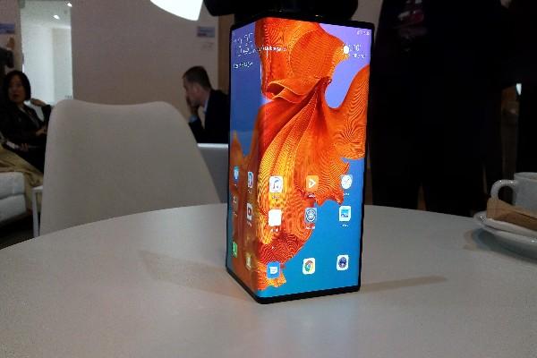 Huawei Mate X  - Rahmat Subiyanto