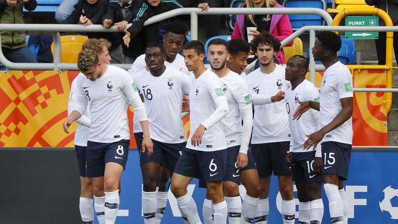 Para pemain Timnas Prancis U-20 selepas menjebol gawang Arab Saudi U-20. - FIFA.com