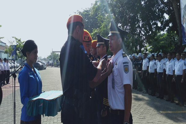 Executive Vice President PT KAI Daerah Operasi 4 Semarang Mohamad Nurul Huda Dwi Santoso saat melakukan gelar pasukan di Stasiun Tawang Semarang - Alif