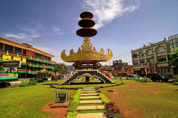 Payung dan Siger salah satu ikon Kota BandarLampung - Indonesia.travel