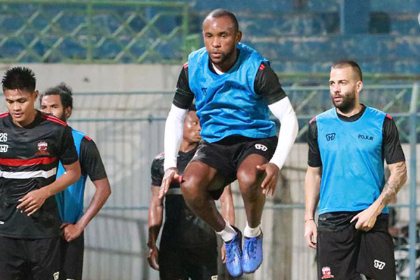 Gelandang Madura United Zah Rahan Krangar - Liga-Indonesia.id