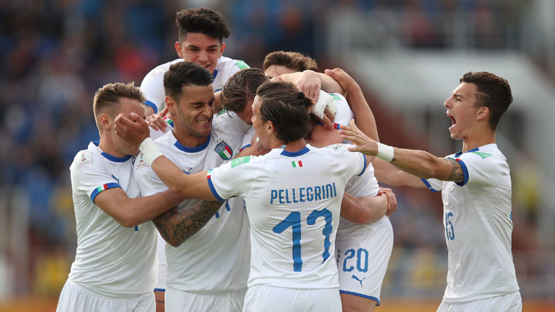 Timnas Italia U-20 merayakan gol kemenangan ke gawang Ekuador. - FIFA.com