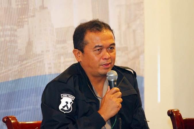 Kabid Humas Polda Jatim Frans Barung Mangera menjadi pembicara pada The Editor's Talk bertajuk Media Meliput Perempuan yang digelar Forum Pemred dalam rangka Hari Pers Nasional (HPN) 2019, di Surabaya, Jumat (8/2/2019). - Bisnis/Wahyu Darmawan
