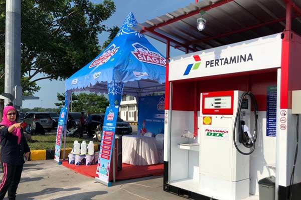 GM Pertamina MOR II Sumbagsel Primarini meninjau kesiapan SPBU Modular di jalan tol Trans Sumatra ruas Bakauheni menjelang mudik Lebaran 2019 - Istimew