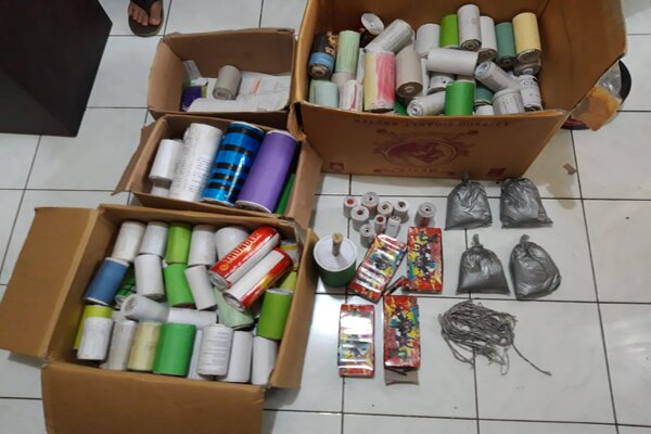 Bahan petasan dan ratusan slongsongan petasan milik Abdul Aziz yang ditemukan di rumahnya di Kecamatan Babadan, Minggu (26/5/2019). - Istimewa/Polsek Babadan