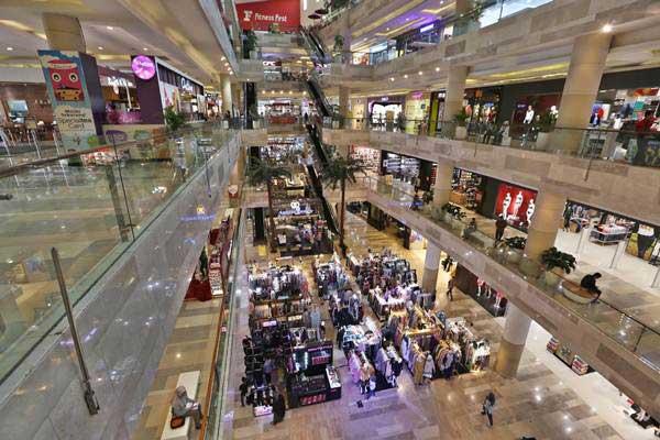 Suasana di salah satu pusat perbelanjaan di Jakarta. - Bisnis/Nurul Hidayat
