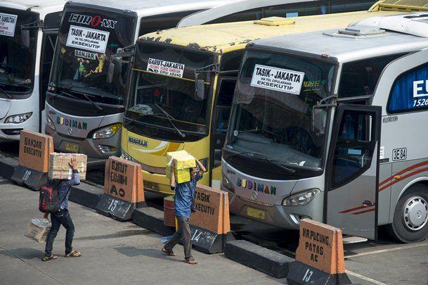 Ilustrasi - Deretan bus AKAP - Bisnis/Antara