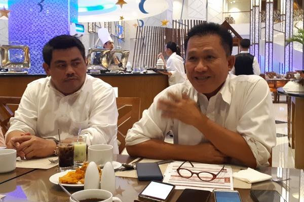 Kepala OJK Sulutgomalut Slamet Wibowo (kanan) - Bisnis/Ilman A. Sudarwan