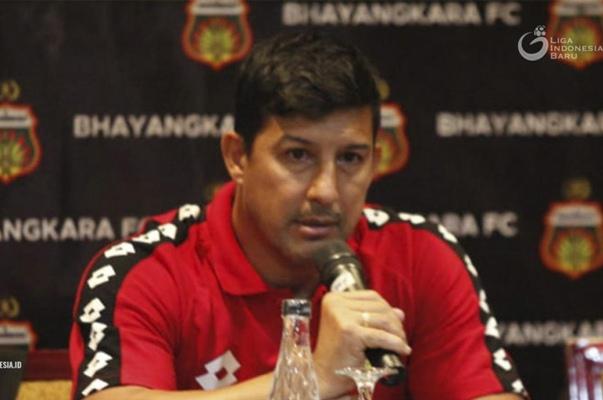 Pelatih Bhayangkara FC, Alfredo Vera  - Liga Indonesia