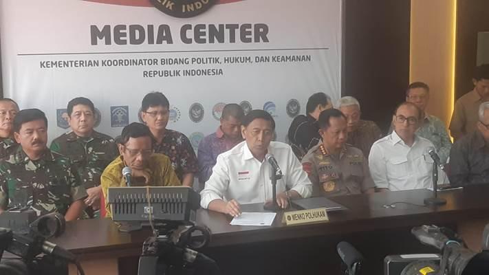 Menko Polhukam Wiranto memberi keterangan kepada wartawan di Media Center Kemenko Polhukam - Bisnis/Jaffry Prabu Prakoso
