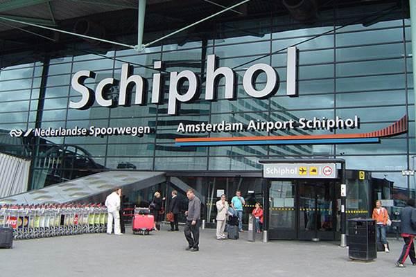 Bandara Schipol - Reuters
