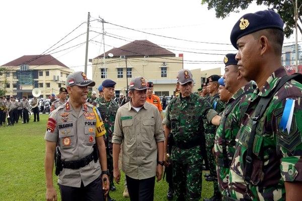 Kapolda Sumsel Irjen Pol Zulkarnain (dari kiri) bersama Gubernur Sumsel Herman Deru dan Pangdam II Sriwijaya, Mayjen TNI Irwan, saat Operasi Ketupat Musi, Selasa (28/5/2019) - istimewa