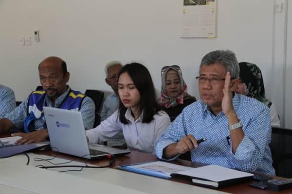 DGM Operation Jasa Marga Cabang Semarang Mulyanto (Kiri) dan Direktur Utama Trans Marga Jateng David Wijayatno (Kanan) memaparkan persiapan mudik lebaran 2019 di ruas Semarang ABC dan Semarang-Solo.  - Jasa Marga