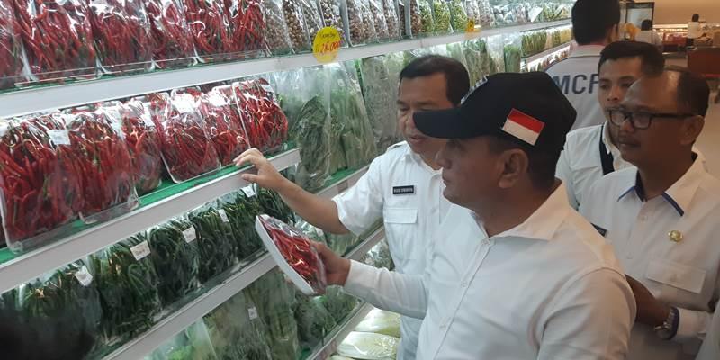 Gubernur Sumatra Utara Edy Rahmayadi melakukan sidak ke pasar modern di Medan, Rabu (29/5/2019) untuk mengecek kesiapan bahan pangan jelang Lebaran. - Bisnis/Duwi Setiya Ariyanti