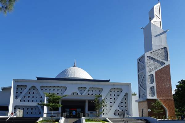 Masjid Shiratal Mustaqim, area Kantor Jasa Marga Cabang Palikanci. Area kantor Cabang Palikanci disiapkan Jasa Marga untuk tempat istirahat bagi pemudik yang melintas di jalan tol Palikanci. - Rivki Maulana
