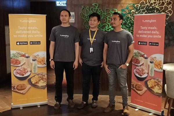 CEO Yummy Corp Mario Suntanu (tengah),  Ivan De Putra, Operations Director Yummy Corp (kiri) dan Marketing Director Yummybox Raetedy Refanatha (kanan) saat konferensi pers akuisisi Berrykitchen oleh Yummy Corp, Rabu (29/5) - Bisnis/Deandra Syarizka