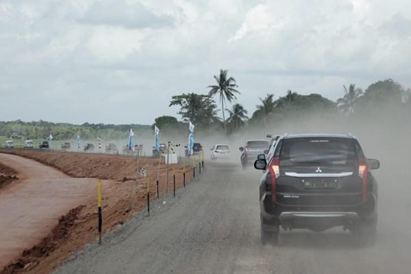 Kendaraan rombongan Pemprov Sumsel melintasi jalan tol Kayu AgungPalembangBetung yang masih berstatus fungsional dan digunakan untuk arus mudik Lebaran. - Istimewa