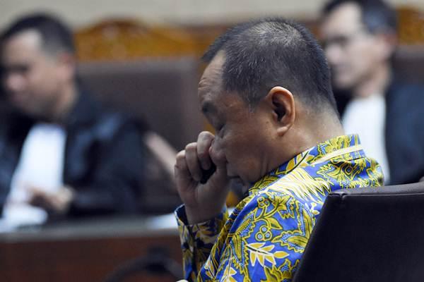 Terdakwa kasus dugaan korupsi penerbitan Surat Keterangan Lunas (SKL) dalam pemberian Bantuan Likuiditas Bank Indonesia (BLBI) Syafruddin Arsyad Temenggung menjalani sidang pembacaan putusan di Pengadilan Tipikor, Jakarta Pusat, Senin (24/9/2018). - ANTARA/Indrianto Eko Suwarso