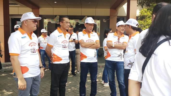 Wakil Direktur Utama BNI Herry Sidharta (kedua kiri) memantau kelancaran programMudik Bareng BNI 2019, Kamis (30/5/2019). - Bisnis/M. Richard