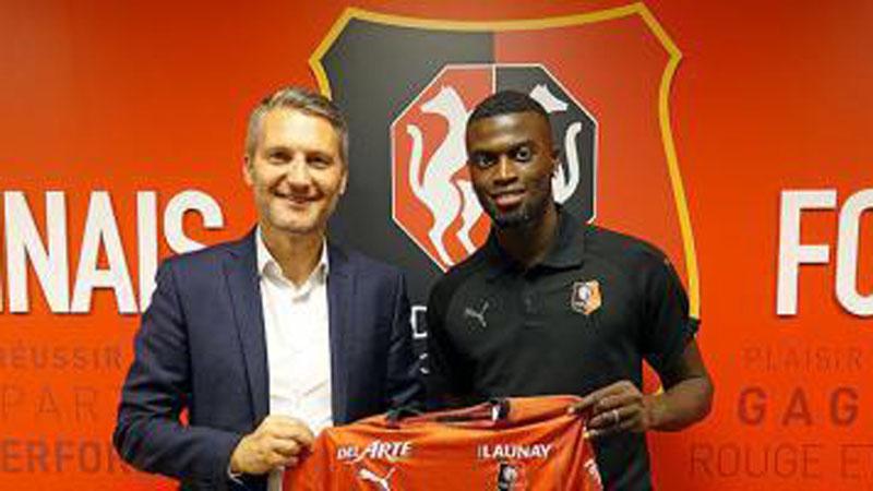 Mbaye Niang (kanan) resmi bergabung secara permanen dengan Stade Rennais. - Football Italia