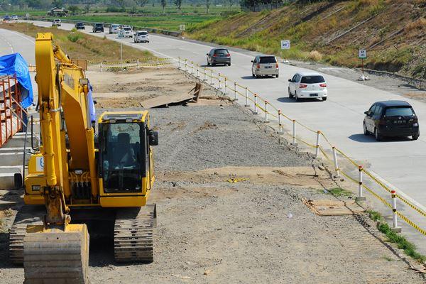 Ilustrasi - Sejumlah kendaraan mobil pemudik arus balik melintasi jalur tol fungsional Solo-Salatiga di Boyolali, Jawa Tengah, Rabu (20/6). - Antara