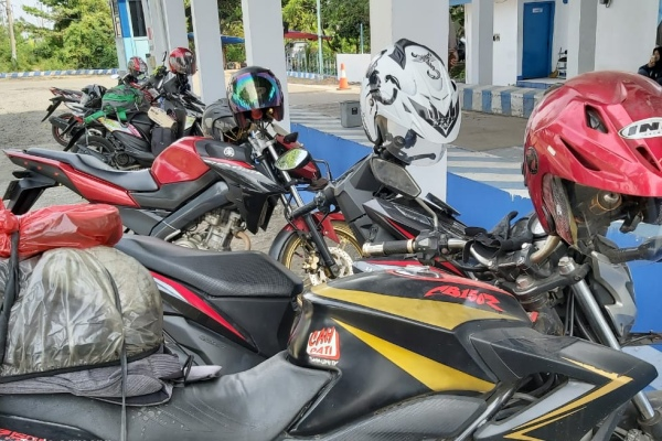 Sepera motor pemudik terparkir di Rest Area Jembatan Timbang Kementerian Perhubungan Brebes Kamis (31/5/2019). - Bisnis/Tim Jelajah Lebaran Jawa/Bali 2019