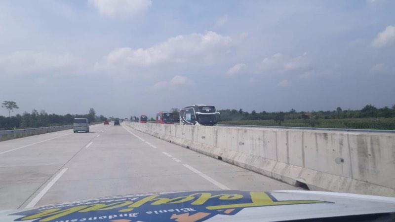 Kondisi Tol Pejagan-Pemalang masih terpantau lancar dan dibuka dua arah hingga Jumat (31/5/2019) pukul 12.10 WIB. - Bisnis/Tim Jelajah Jawa/Bali 2019