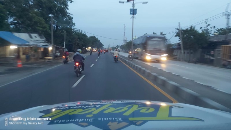 Pemudik sepeda motor mulai tampak memadati Jalur Pantura menuju Jawa Tengah, Kamis (30/5/2019). - Bisnis/Tim Jelajah Jawa/Bali 2019
