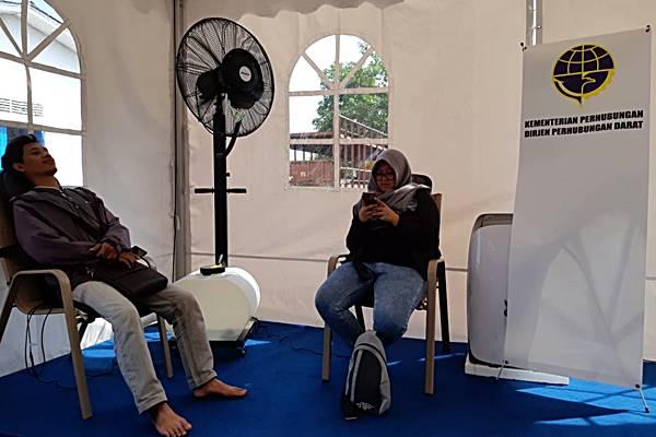 Salah satu posko mudik yang bisa dimanfaatkan pemudik secara gratis, salah satunya kursi pijat. - Tim jelajah Jawa Bali