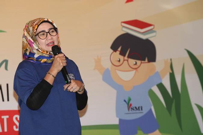 Direktur Utama PT Sarana Multi Infrastruktur (SMI) Emma Sri Martini menyampaikan sambutan pada lomba menggambar dengan tema cinta lingkungan, di Jakarta, Sabtu (23/2/2019). - Bisnis/Dedi Gunawan