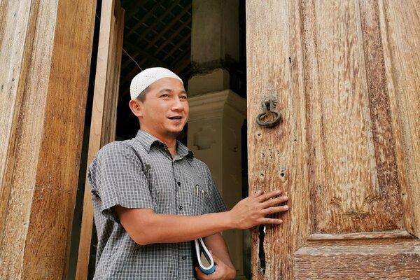 Pengurus Bidang Sejarah dan Bangunan Masjid Al-Anwar Muhammad Abiyan Abdillah. - Pamuji Tri Nastiti
