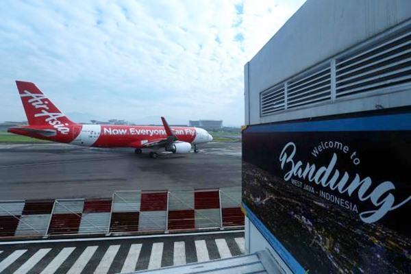 Pesawat komersil berada di apron Bandara Husein Sastranegara Bandung, Jawa Barat. - JIBI/Rachman